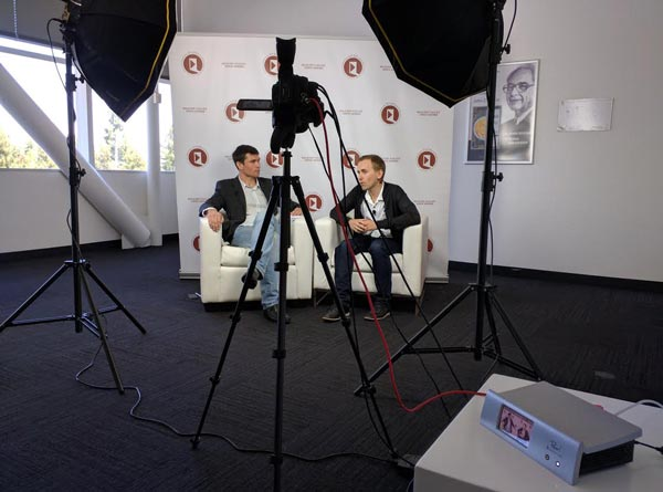 YouTube live streaming – Pearl in interview room