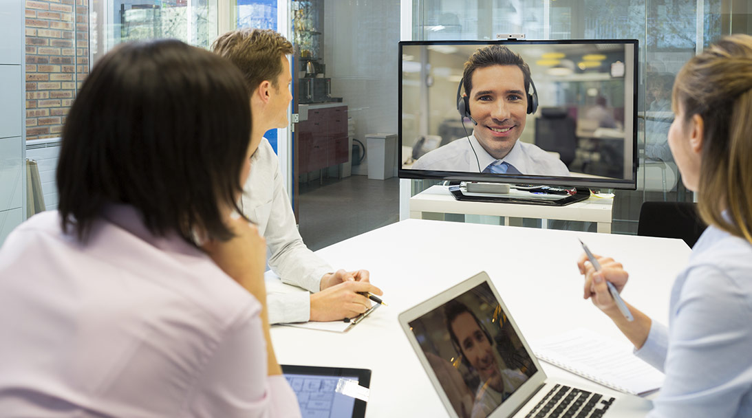 3 ways to enhance your UCC software in meeting rooms image